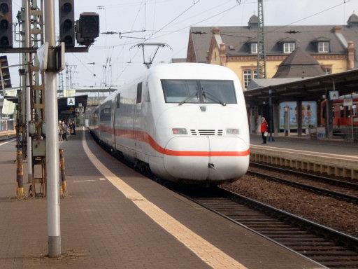 ICE-Durchfahrt im Bahnhof Gießen