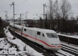 ICE kurz vor der Durchfahrt in Friedberg(Hessen)