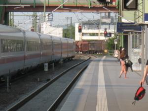 ICE-Betriebshalt in Gießen (wg Störung eines Güterzuges)
