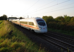ICE-T mit Hilfsdrehgestell bei Bad Nauheim