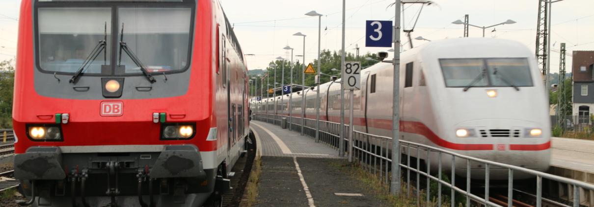 ICE-Durchfahrt in Stadtallendorf, RE-Überholung