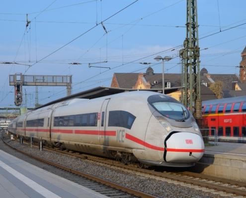 Ersatzzug IC(E) 2905 Gießen - Frankfurt(M)Hbf (Velaro D, BR 407) bei der Bereitstellung in Gießen Gleis 3