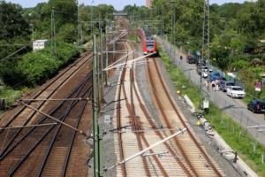 Einfädelung der S-Bahn auf die DB-Ferngleise / S6 nach Friedberg