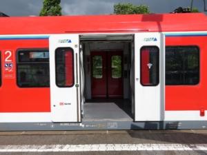 Einstiegshöhe 76 cm - S5 in Friedrichsdorf
