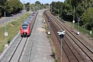 Erstes neues Gleis (links) bei Frankfurt-Ginnheim (September 2020)