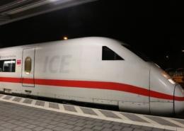 ICE 1076 Frankfurt/M - Berlin beim Halt in Marburg(Lahn)