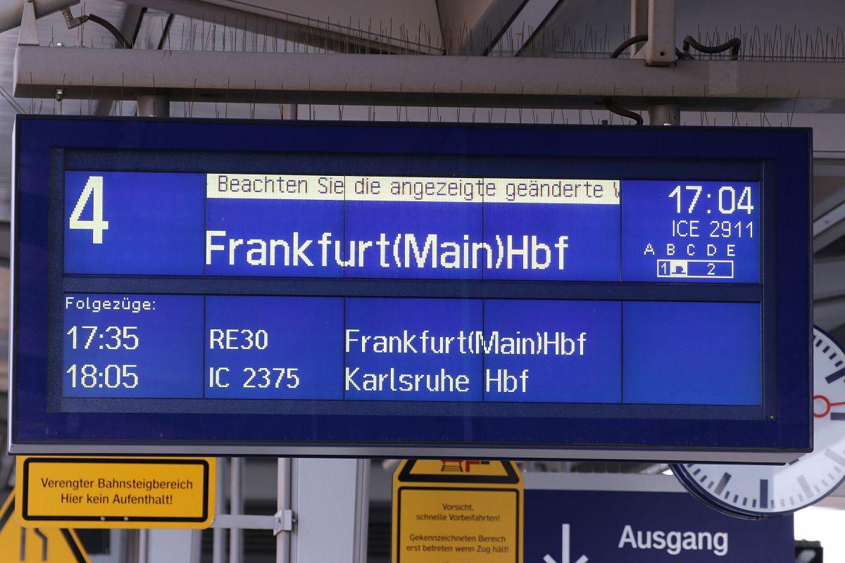 Zugzielanzeiger Marburg(Lahn) Gleis 4; ICE 2911