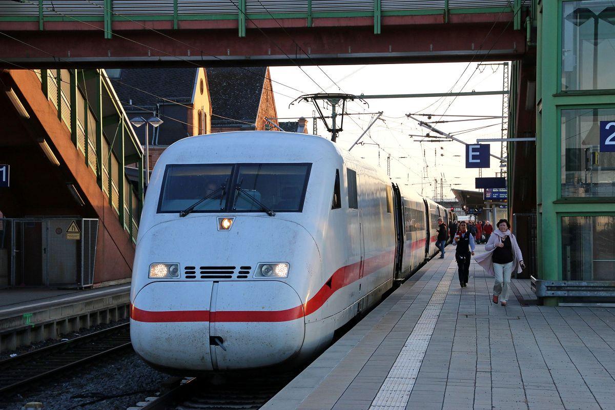 ICE 1076 (Frankfurt(M)Hbf - Berlin Ostbahnhof) beim Halt in Gießen