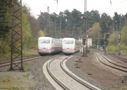 ICE-Kreuzung in Stadtallendorf mit Formsignal