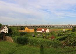 ICE auf dem Assenheimer Viadukt (Strecke Friedberg - Hanau)