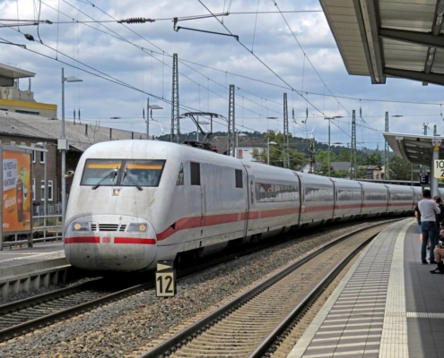 ICE-Durchfahrt in Marburg(Lahn)